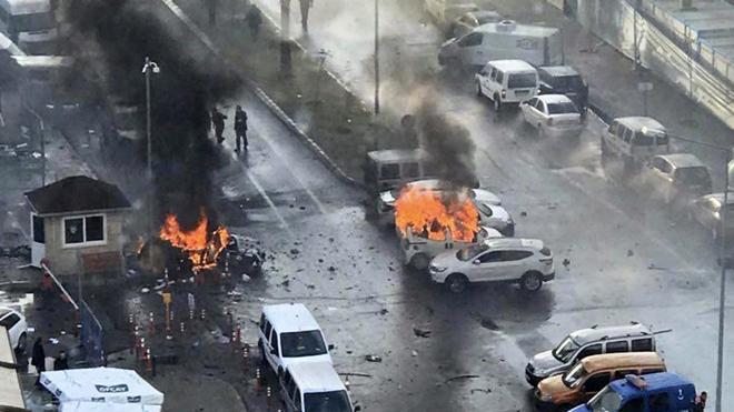 Turquía detiene a 18 personas por presuntos vínculos con el atentado de Esmirna