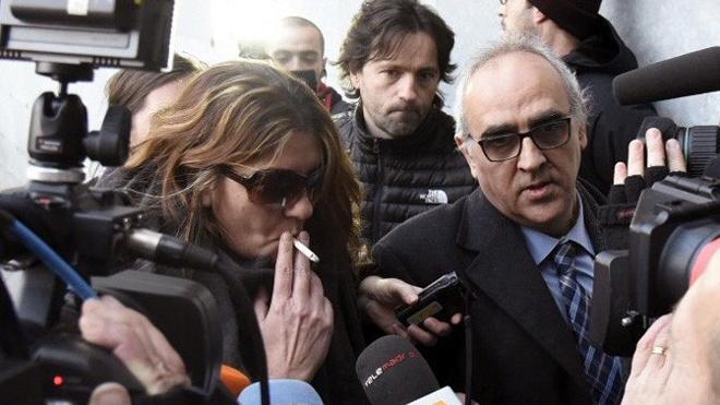 La madre de Nadia llegó al juzgado para contar «la verdad» de las fotos de contenido sexual