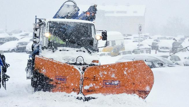 Leve mejoría de temperaturas pero la nieve mantiene vías y puertos cerrados