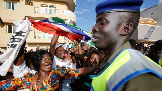 Tropas de Senegal entran en Gambia para expulsar a Jammeh