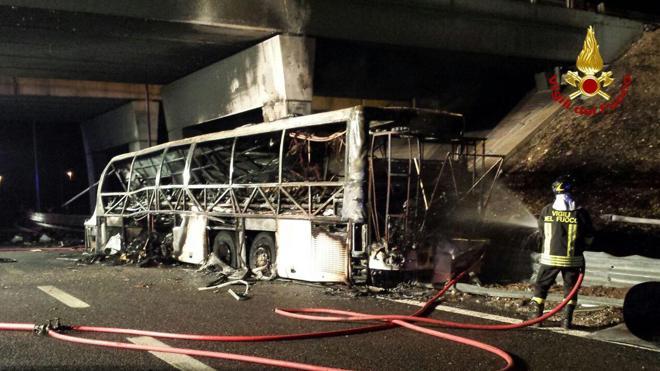 El accidente de un autobús deja 16 jóvenes muertos en Italia