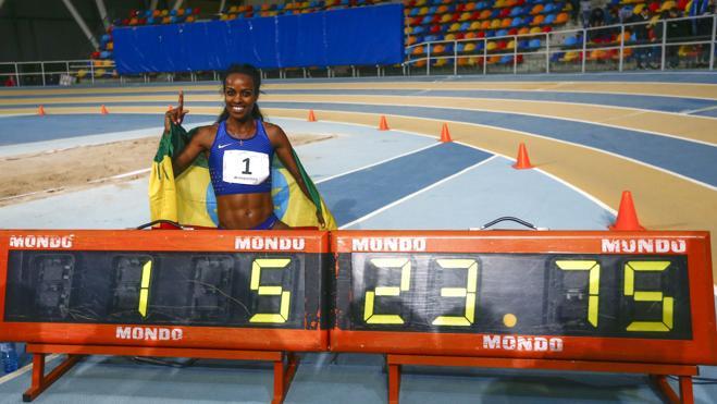 Genzebe Dibaba logra un récord mundial estratosférico en los 2.000 metros