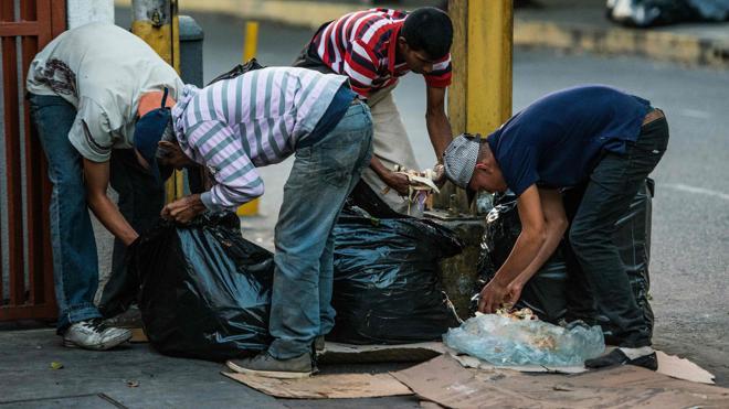 Comer de la basura, el drama del hambre en los venezolanos más pobres
