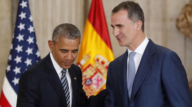 Obama obsequió a Felipe VI con una cazadora de aviador personalizada