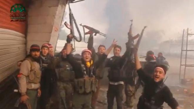 Más de 30 muertos en un ataque de la coalición a un centro de desplazados en Siria