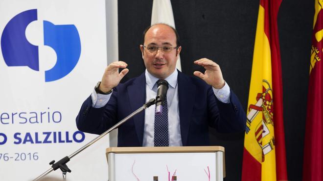 El PSOE acorrala al presidente de Murcia y pone en un dilema a C's, que exige anticipar elecciones