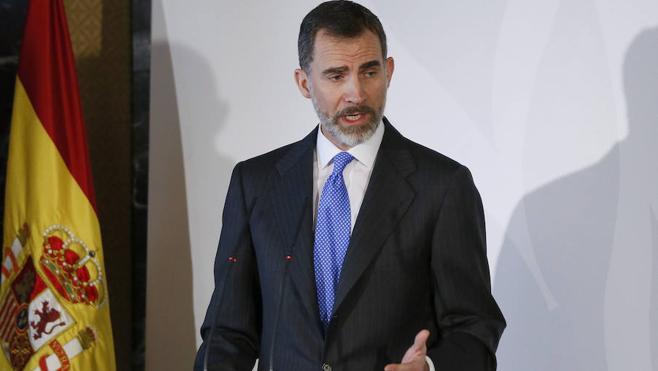 El Rey pide diálogo social que permita «lograr un empleo decente y digno»