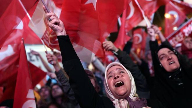 Turquía prolongará el estado de emergencia tras el referéndum
