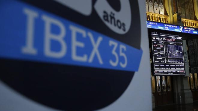 El Ibex-35 salva la sesión por la mínima