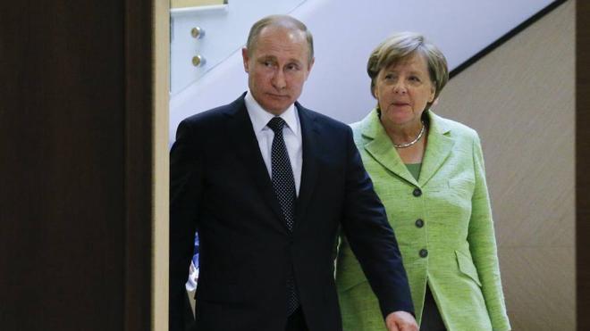 Angela Merkel reinicia en Rusia el diálogo con Putin