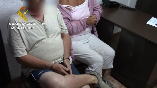 Detenido un matrimonio británico condenado por prostituir a sus hijas menores