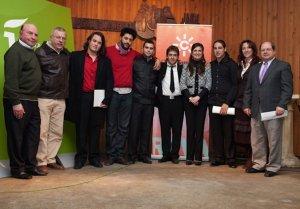 Foto de los concursantes y el jurado. El ganador, de negro íntegro, entre la diputada y la alcaldesa. :: IDEAL/