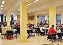 La UGR estudia subir de forma «módica» el precio del menú de los ...