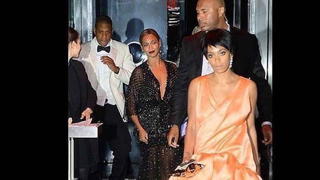 Increíbles versiones por el vídeo de las patadas entre Jay Z y Solange