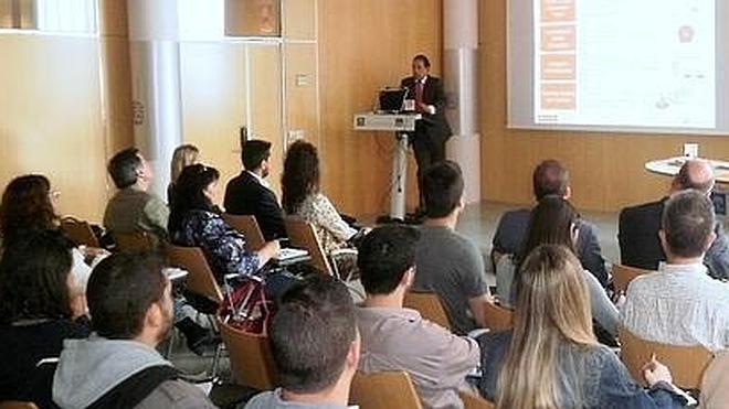 1.200 granadinos inscritos en el programa de prácticas de la Junta y Banco Santander