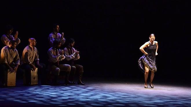 La 'garra' y la magia de Sara Baras contagian al Auditorio de El Ejido