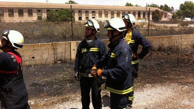 Fuego en una parcela junto a la Carretera de Córdoba