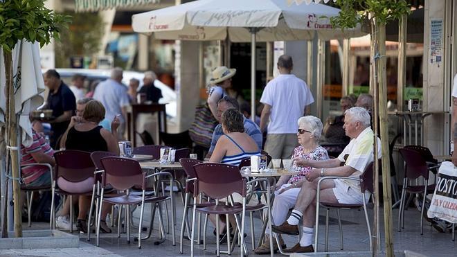La Costa velará por la calidad turística de sus comercios para crecer como destino de cruceros