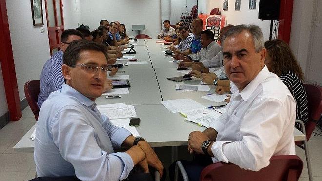 """""""Los socialistas abrimos caminos del AVE Murcia-Almería, mientras el PP los tapia"""""""