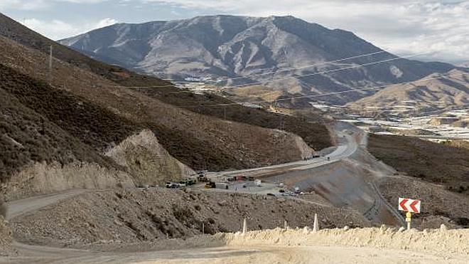 El Gobierno destina a Granada 380 millones para poder acabar el AVE y la A-7 en un año