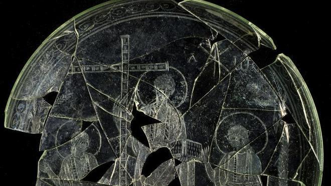 Hallan en Cástulo una patena del siglo IV, única en la península