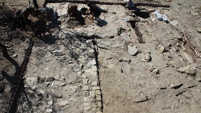 Hallan en Lanteira un barrio de la época andalusí con silos, tumbas y restos de edificaciones