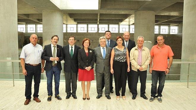 CajaGranada colabora con 8 municipios de Granada y Jaén instalando parques infantiles y saludables