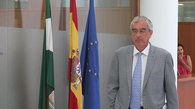 Cano invita a los políticos a ir a Madrid en tren