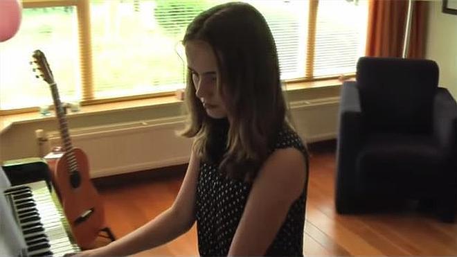 Un padre hace realidad el sueño de ser famosa de su hija fallecida