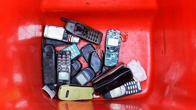 A veces dan ganas de tirar el móvil, pero, ¿adónde?