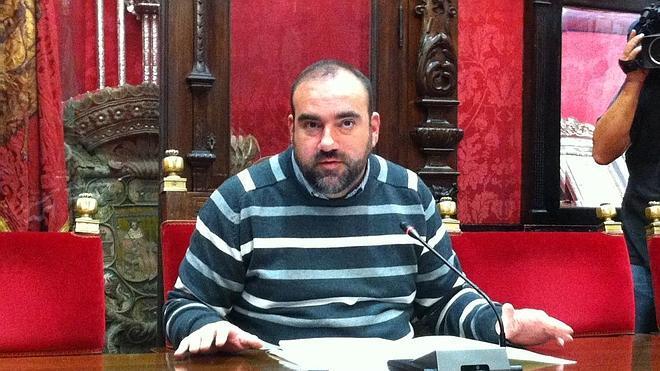 """IU critica que el Ayuntamiento """"tarde en pagar más de cuatro veces del plazo que establece la ley"""""""