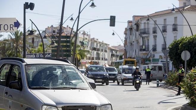"""El alcalde se compromete a """"arreglar"""" el material de la Policía Local tras el atropello a un agente"""