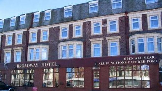 """Multan a una pareja británica por calificar de """"sucio, asqueroso y maloliente"""" un hotel en Tripadvisor"""