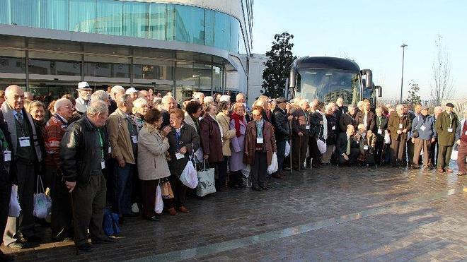 El programa 'Convivencia en Navidad' permite a un centenar de mayores de la provincia disfrutar en Almuñécar de unas fiestas en compañía