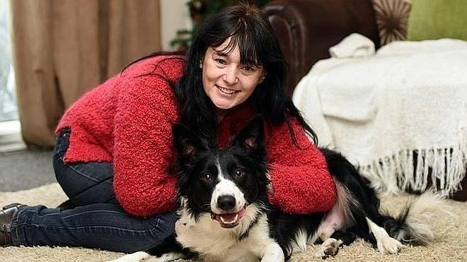 Un perro le detecta un cáncer de mama a su dueña con sólo olfatearla