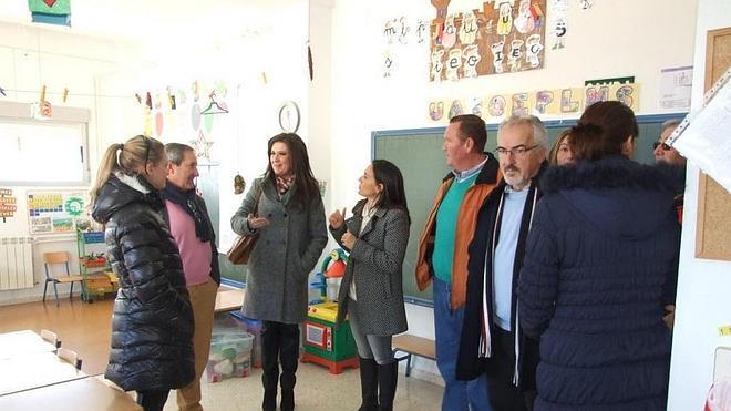 La Junta mejora la cubierta y los aseos del colegio 'Santísimo Cristo de la Vera Cruz'