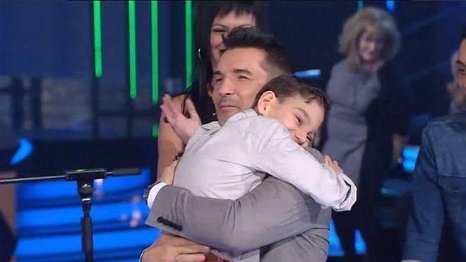 Adrián, el niño malagueño con hidrocefalia, emociona con su voz en 'Levántate'