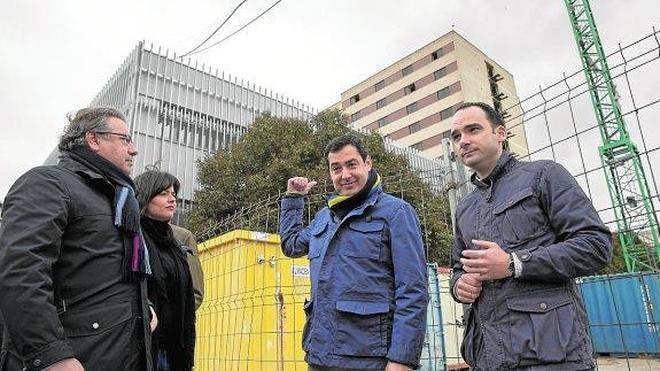 Juanma Moreno asegura que Pedro Sánchez no viene porque Díaz no le invita