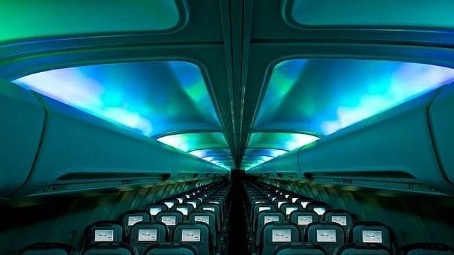 Crean una aurora boreal dentro de un avión