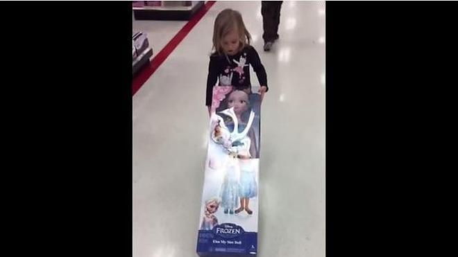 La niña que quiso robar a Elza de Frozen arrasa en Internet