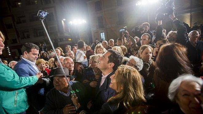 Juanma Moreno reduce el 22-M a una pugna entre el PP y el resto de partidos