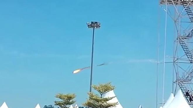 Dos aviones chocan en pleno vuelo en una exhibición en Malasia