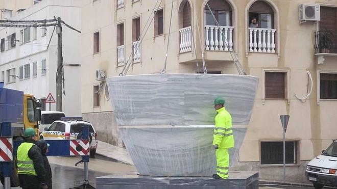 Macael coloca el mortero más grande en marmol blanco