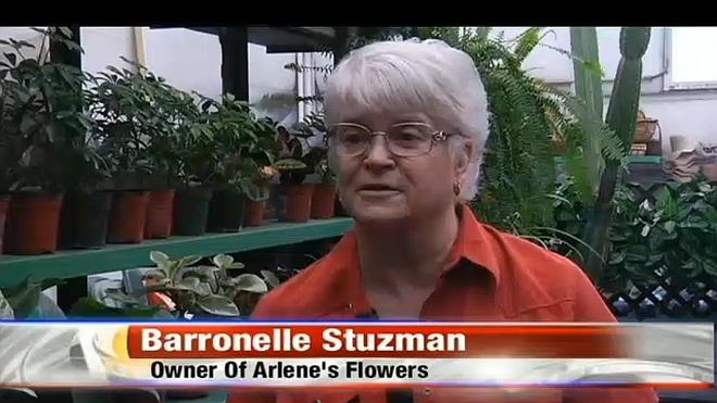 Una florista que se negó a dar servicios en una boda gay recibe 100.000 dólares en donaciones