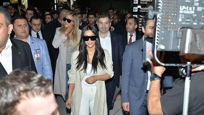 Las hermanas Kardashian revolucionan Armenia