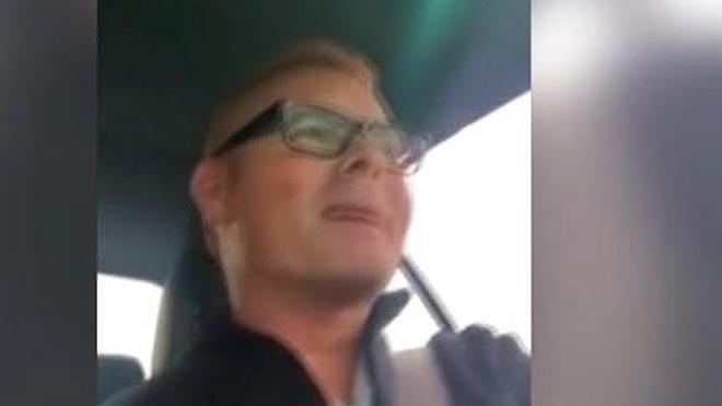 Un candidato del PP en Córdoba se graba su vídeo de campaña mientras conduce