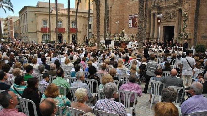 Derroche de solemnidad y fervor en la coronación de la Virgen del Carmen