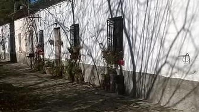 """IU denuncia """"amenazas de desahucio y cortes de agua"""" a los vecinos de los Bermejales"""