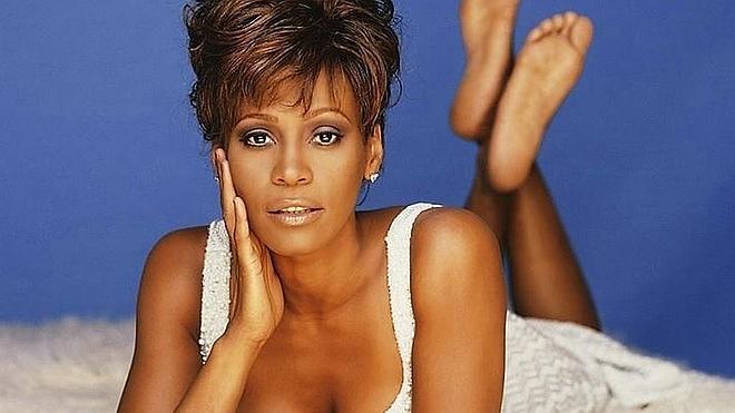Whitney Houston fue chantajeada para ocultar de una relación lésbica