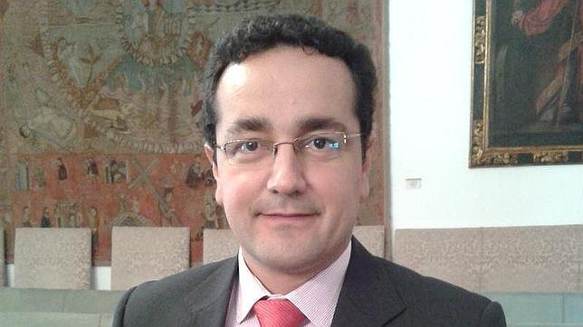 El nuevo alcalde socialista de Baena se sube 8.000 euros el sueldo nada más tomar posesión